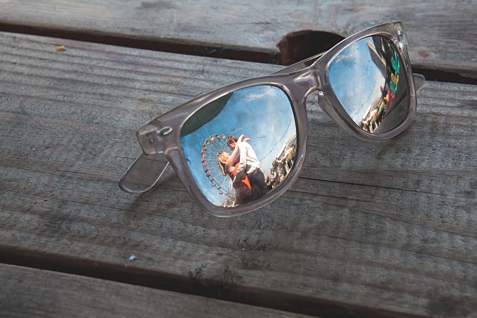 creative photography, Kent wedding, sunglasses, reflection