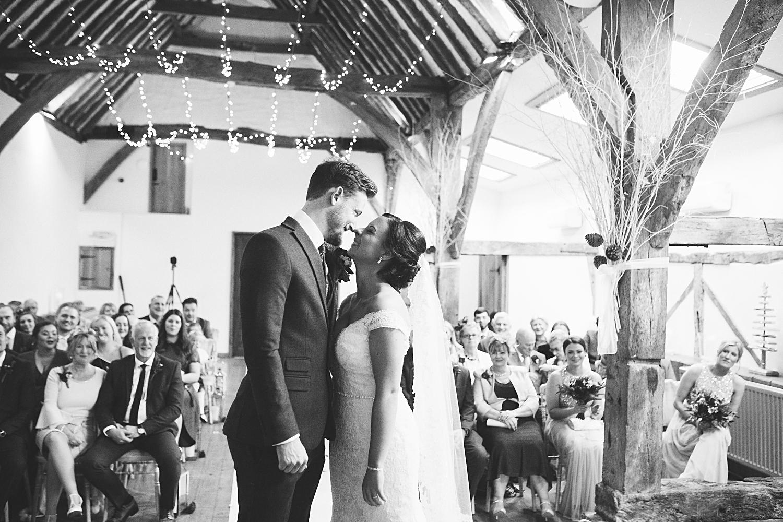first Kiss natural wedding photography