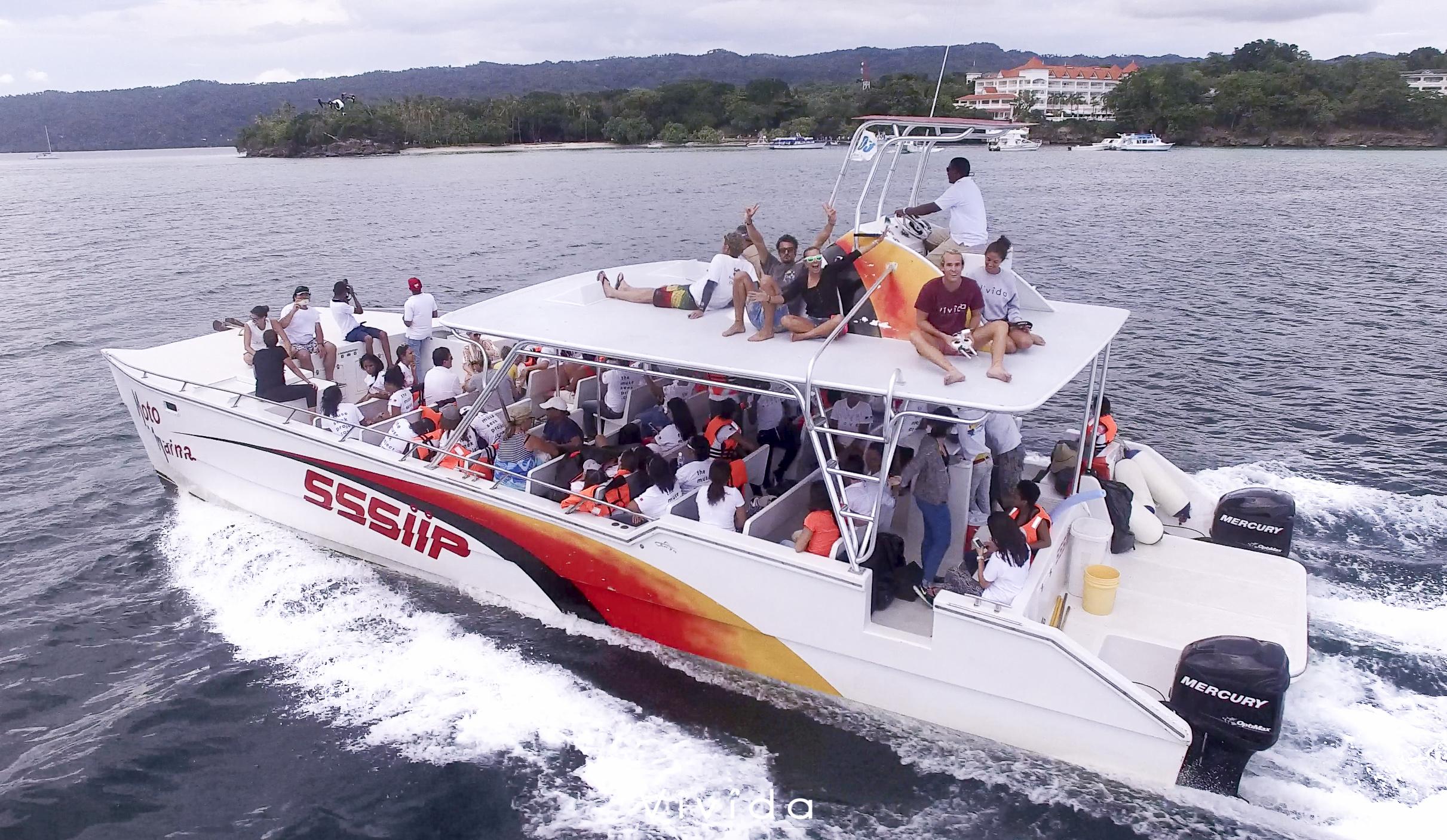Boat_FrancaSusiJohnny.jpg