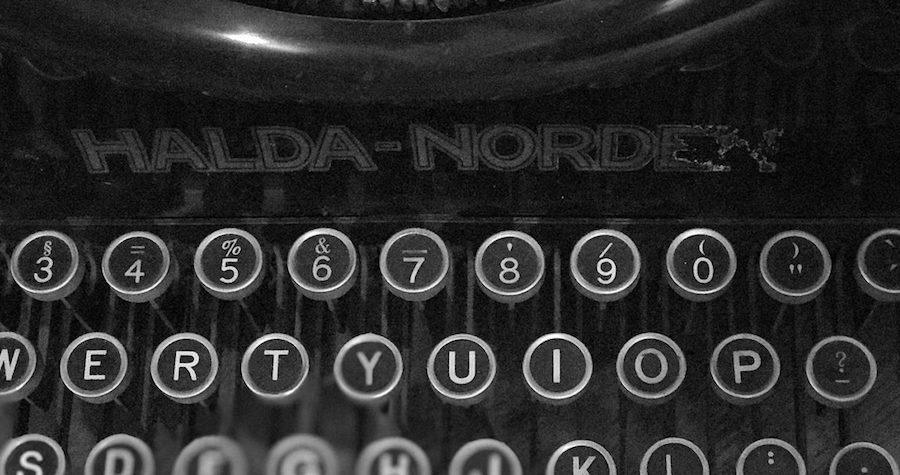 skrivmaskin-svartvit-1400-1200x675.jpg