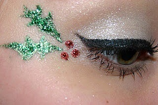 IT'S 10 DAYS TILL CHRISTMAS🎄 use your imagination and @pimpandpreen to stand out from the crowd #lookoftheday #makeupaddict #makeup #holly #eyes #wings #eyeliner #glitter #shimmer #green #red #beauty