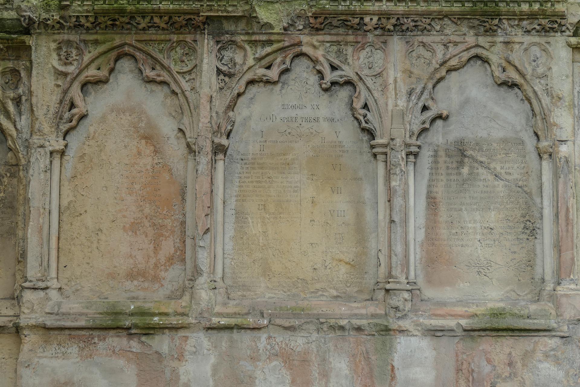 holyrood-church-2251253_1920.jpg