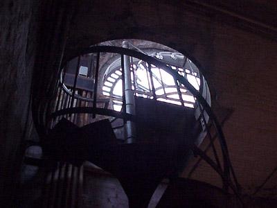 NY_manhattan_346_broadway_stairs.JPG