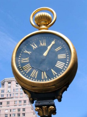 forgotten new york yorkville clock 2.jpg