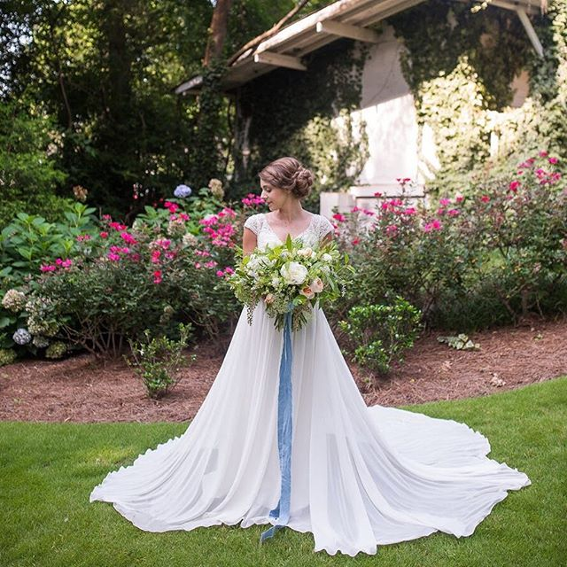 Happy first day of spring! #designbytheaisle #theaisleweddings 📷: @mandimitchellphoto