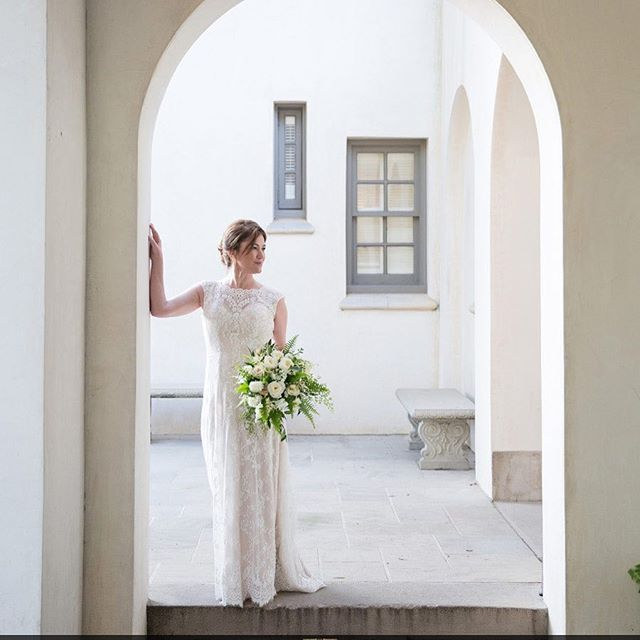 Love this photo of my bride Jae Bevin- simply elegant! 📷: @mattyungphotography Florals: @keaton4463