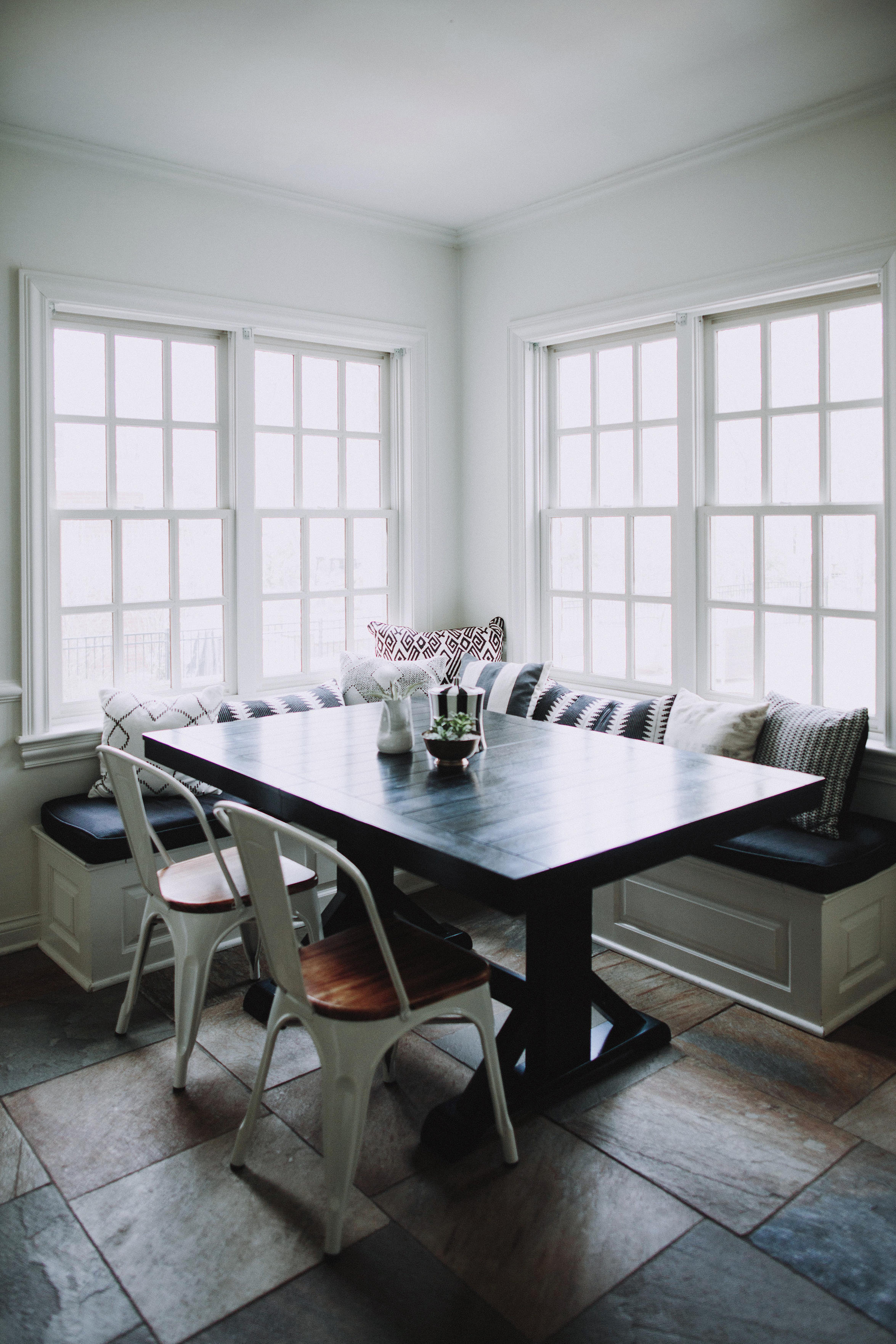SPACES BY STEINITZ Neutral Family Home Breakfast Nook