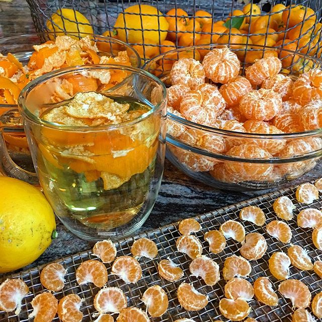 It's time to dehydrate tangerines, including their peels, and lemons… Dehydrated tangerines make delicious treats and croutons. The peels can be used as tea, and they add flavor and nutrients to broths, soups, and other cooking. Lemons can be rehydrated by soaking in water. . #Farmacy #SkinHealth #HeartHealth #AntiInflammatory #Immunity #Cancer #BoneHealth #Hypertension #Respiratory #WeightLoss #HealthyFood #HealthySnack #Candy #GrowFood #Nourish #Thrive #NervousSystem #Dehydrate #Citrus #EatWithTheSeasons #FoodIsMedicine