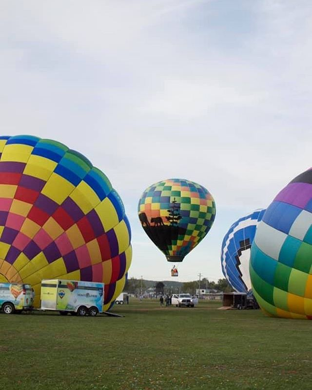 Frequently Asked Question #8  HOW FAST DOES THE BALLOON GO?  As fast, or as slow, as the wind. Since the balloon has no forward propulsion systems, its speed is determined entirely by the speed of the wind.