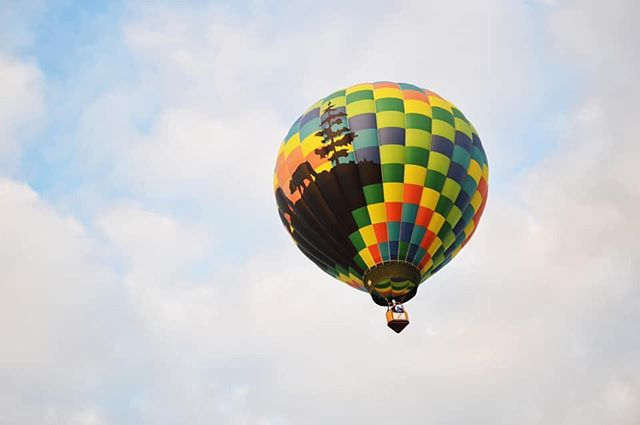 Frequently Asked Question #10  HOW LONG CAN IT STAY UP?  It depends. The balloon carries enough fuel to remain aloft for two hours, but factors like outside air temperatures, weight being carried in the basket and weather determine the duration of the flight.