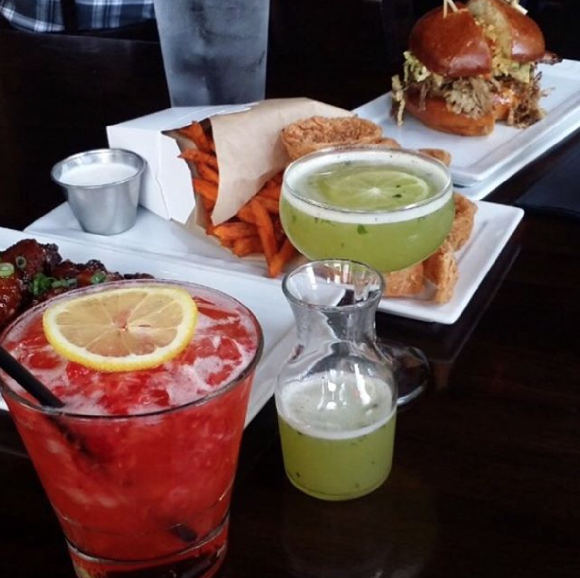 25 Degrees' wells and sweet potato fries are all up for grabs during happy hour | Photo courtesy of 25 Degrees HB via Instagram