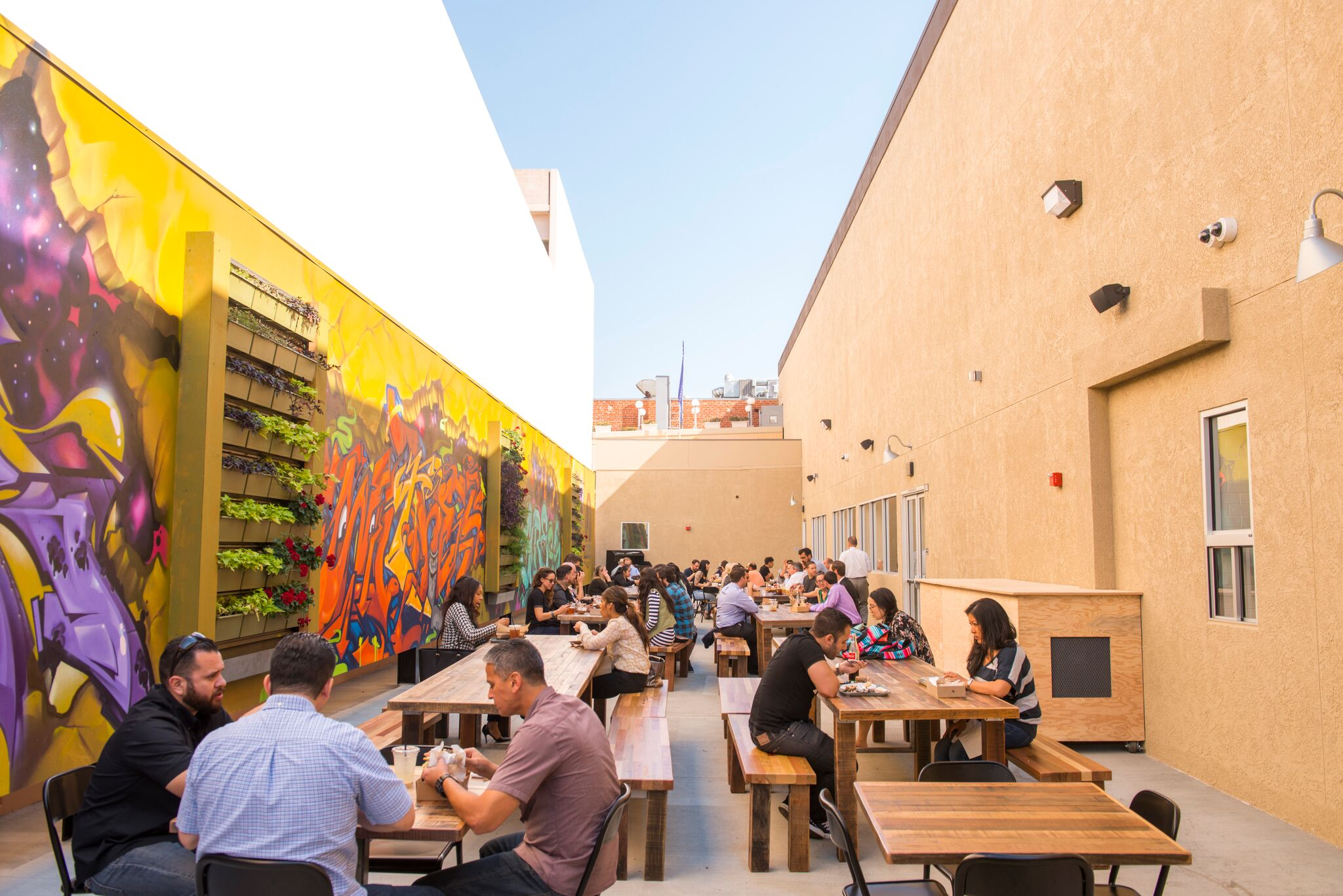 Enter the 4th Street Market patio off of Bush St. in DTSA and dine alongside your pup | photo courtesy of 100eats