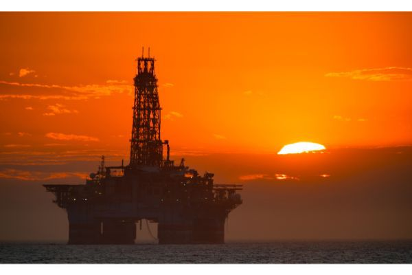 Overtime Claims Filed By Offshore Oil Rig Workers Governed by FLSA or California State Law.jpg