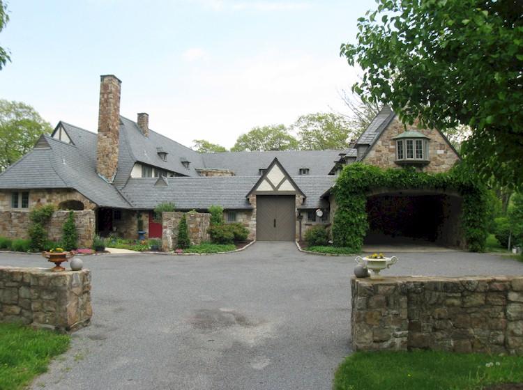 Historic Estate Home - The Yard