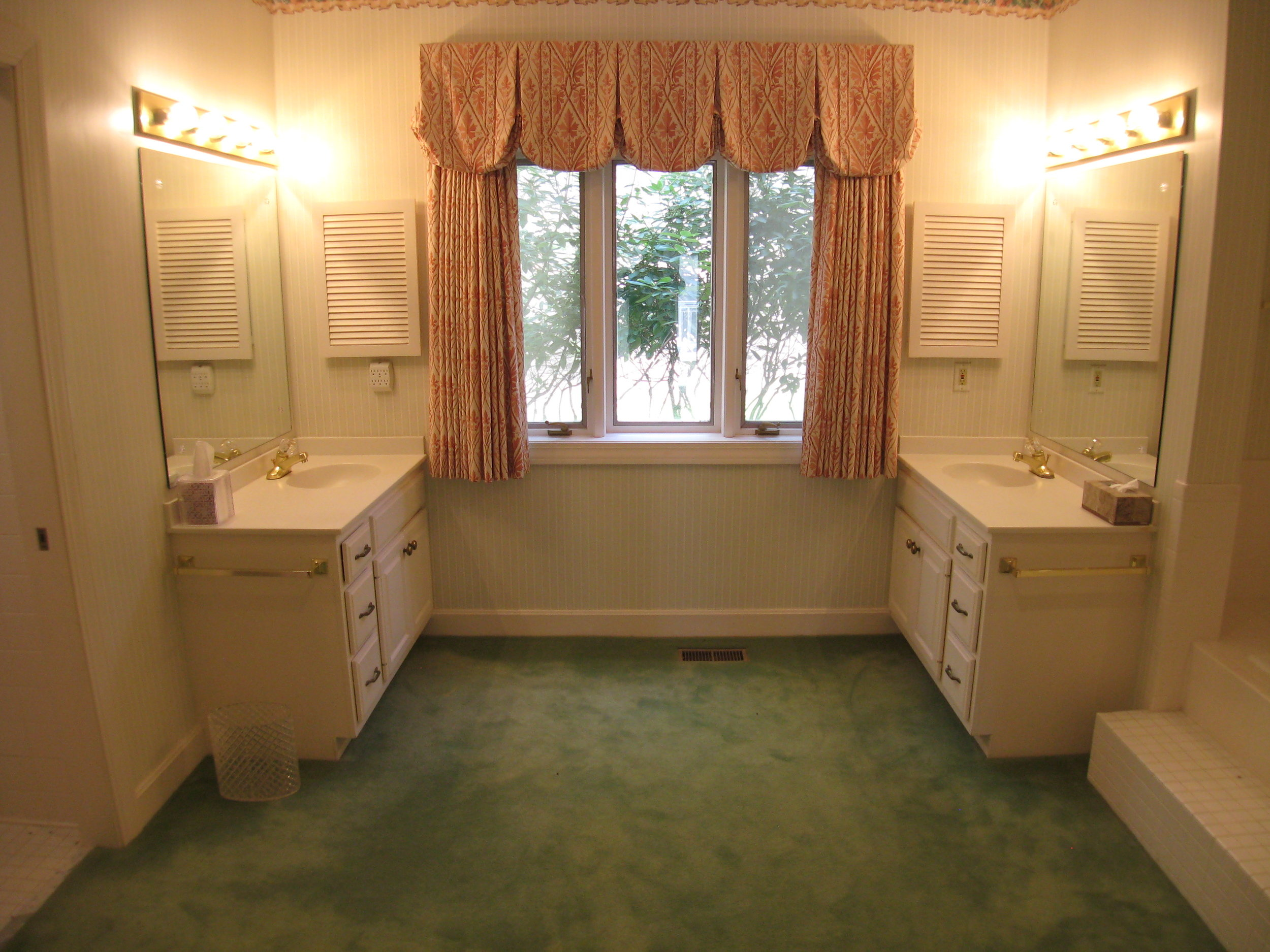 Master Bath with His and Her Lavatories