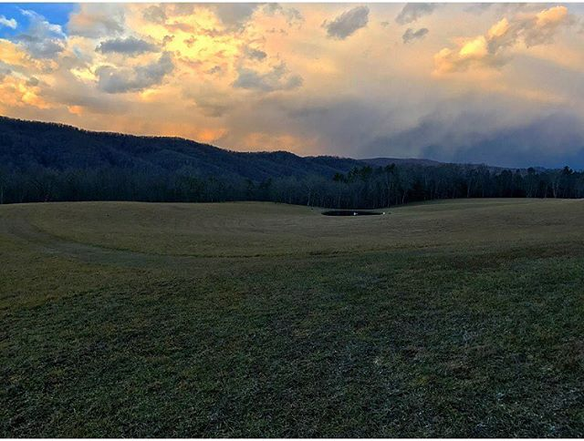 Another great Appalachian sunset . . . .  #ruralamerica #countryliving #usa #virginiafarms #virginia #bathcountyva #jacksonrivervalley #hotspringsva #omni #thehomestead  #blueridgemountains #shenandoah #appalachia #realestate #bestplacestolive #lovewhereyoulive  #vacationrental #virginiamountainhomes #bacovaproperties