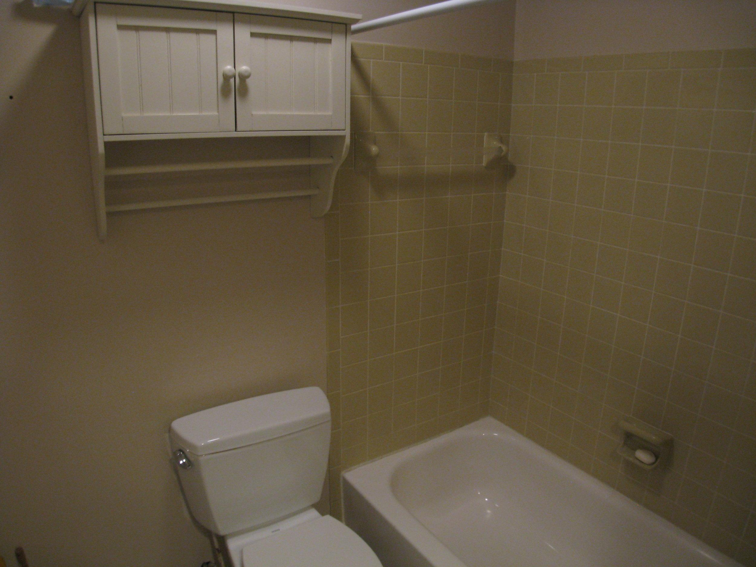 Shared Second Floor Full Bath