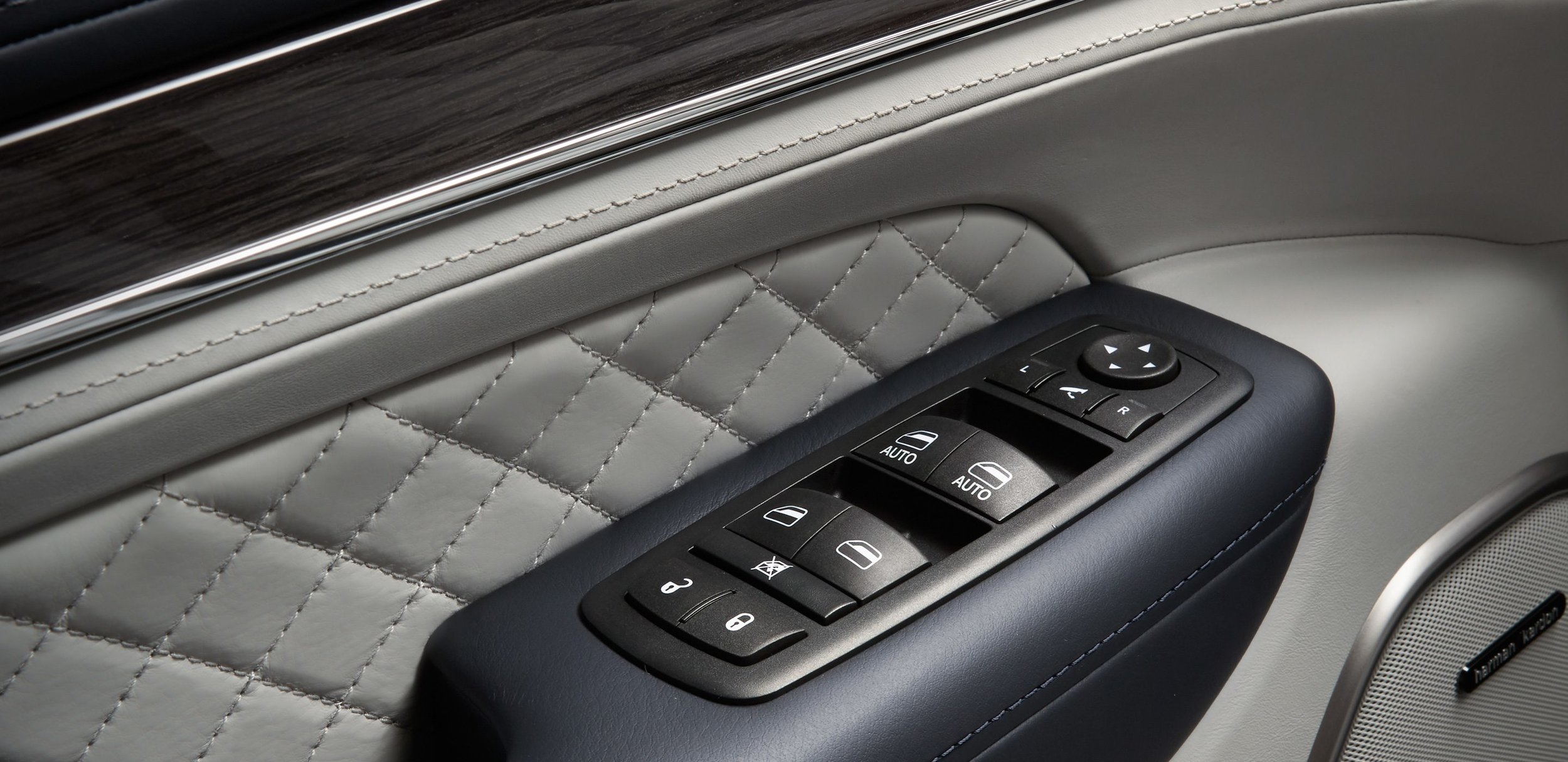 2017-Jeep-Grand-Cherokee-Gallery-Interior-Door-Controls.jpg.image.2880.jpg