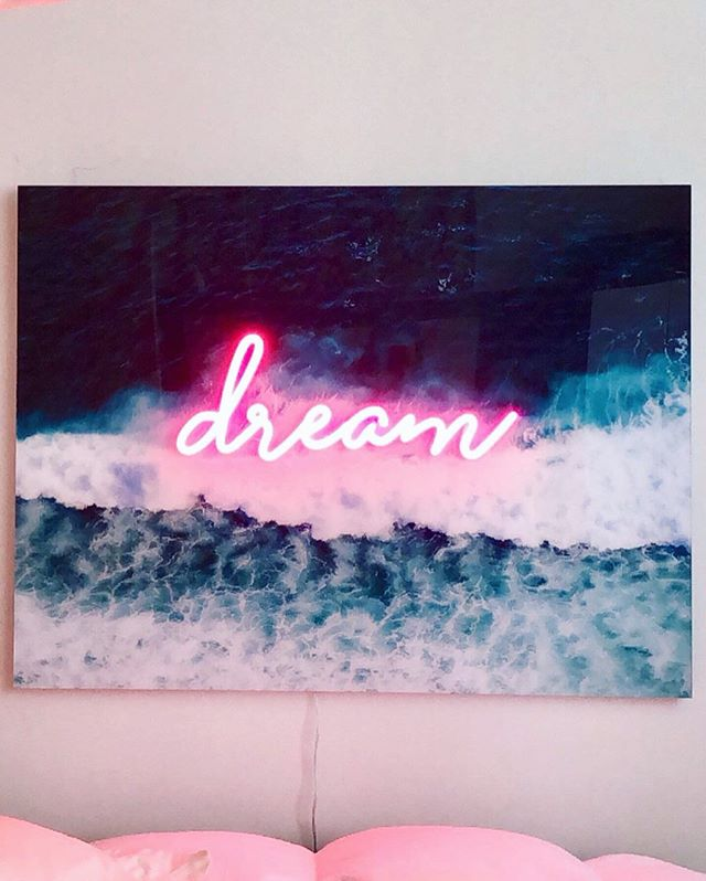 Dreamland // photo + neon 30 x 40 // this piece is an ode to the ocean 🌊, with her soft neon glow I feel held in her space, as I do with each pilgrimage I make to be in the warm embrace of the sea. Lately I've been more and more inspired to meditate and create in the Dreamland glow. My art is my healing practice and with my physical pieces I wish to carry this energy into spaces, creating nooks for connection and reflection 🌊💗DM for more info on artwork 🌊 and stay tuned for more collabs with the brilliant team at @somethingneon_ ✨ . . . . . #artwork #glow #light #neon #dream #dreamland #pink #ocean #healing #tide #wave #interiors #interiordesign #art #highvibe #meditation #mantra #artist #pinkneon #photography