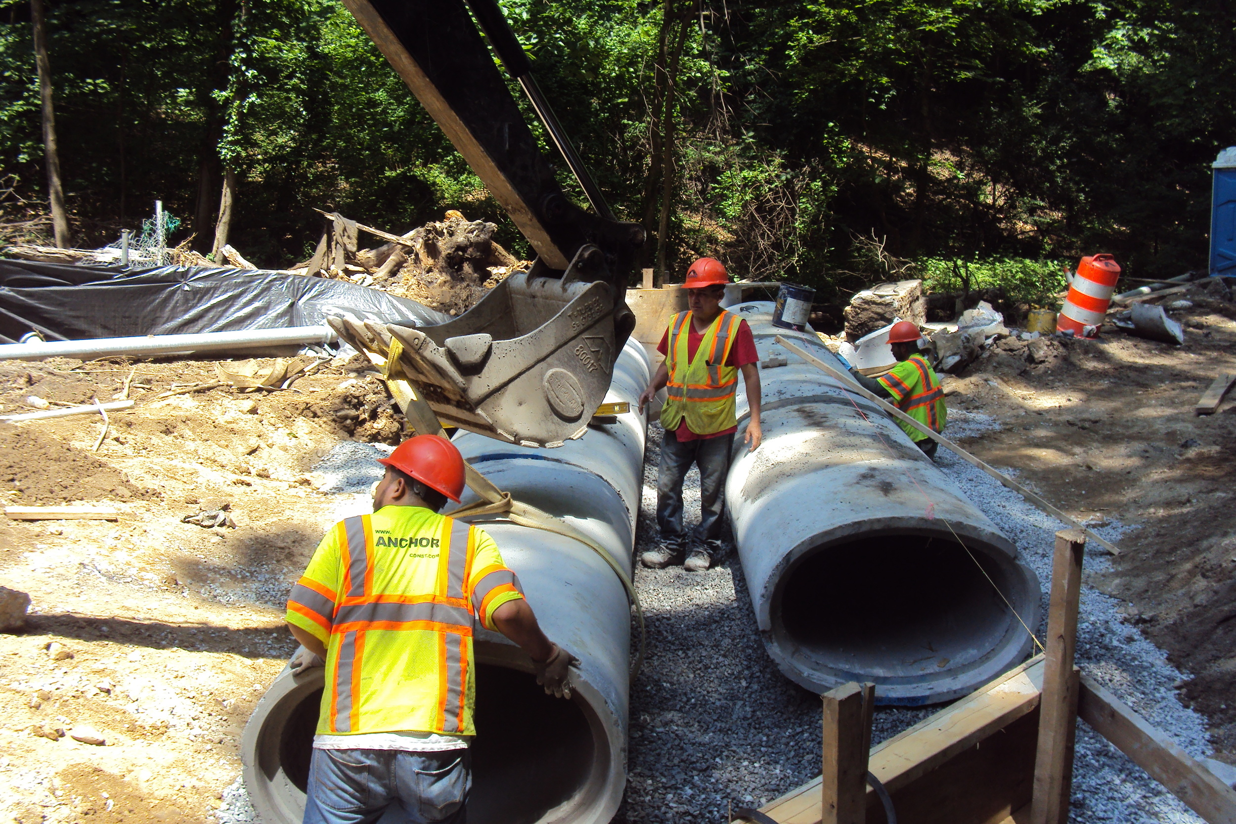 Placing elliptical concrete pipe