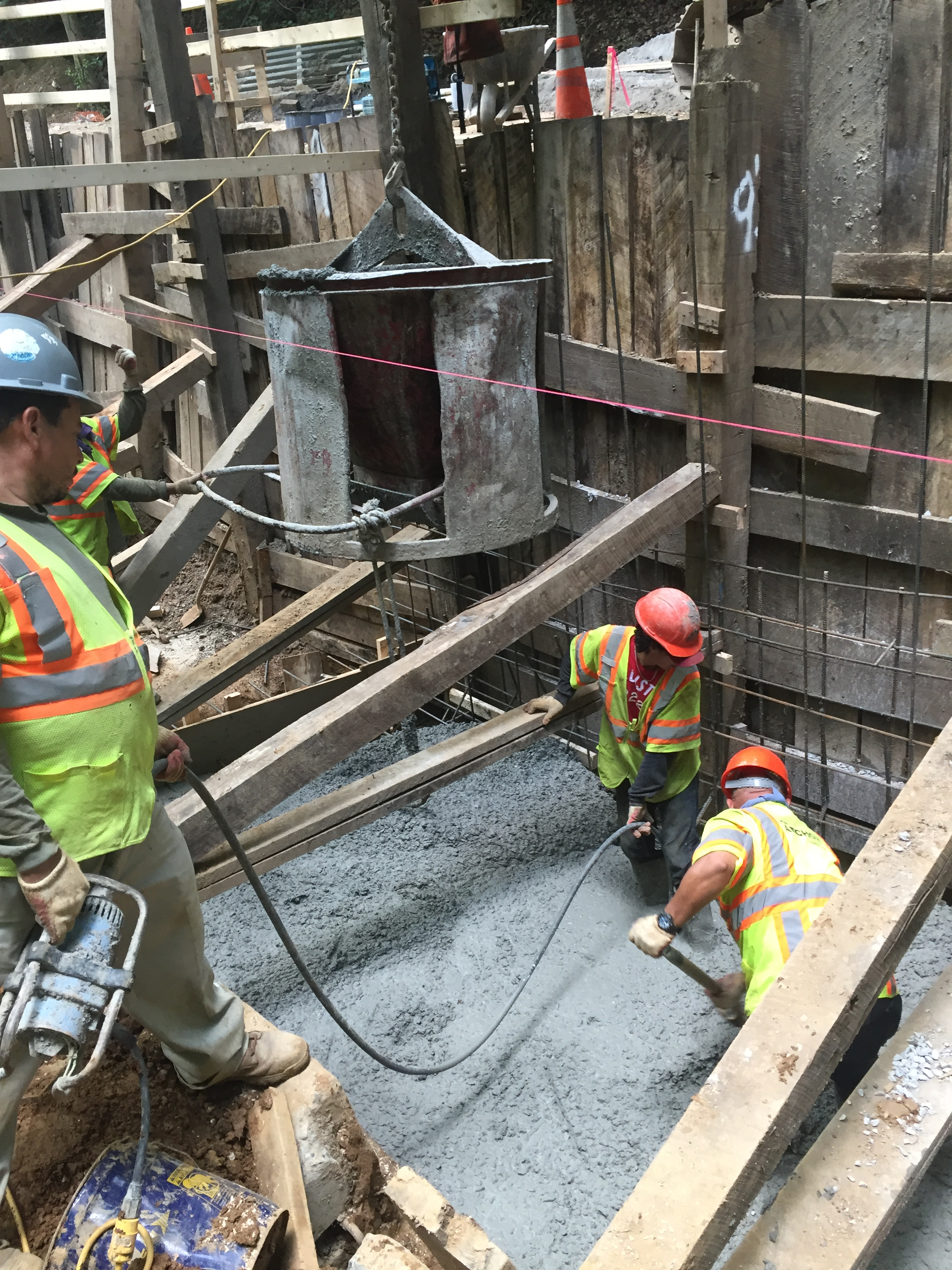 Placing and vibrating freshly mixed concrete in the east retaining wall foundation