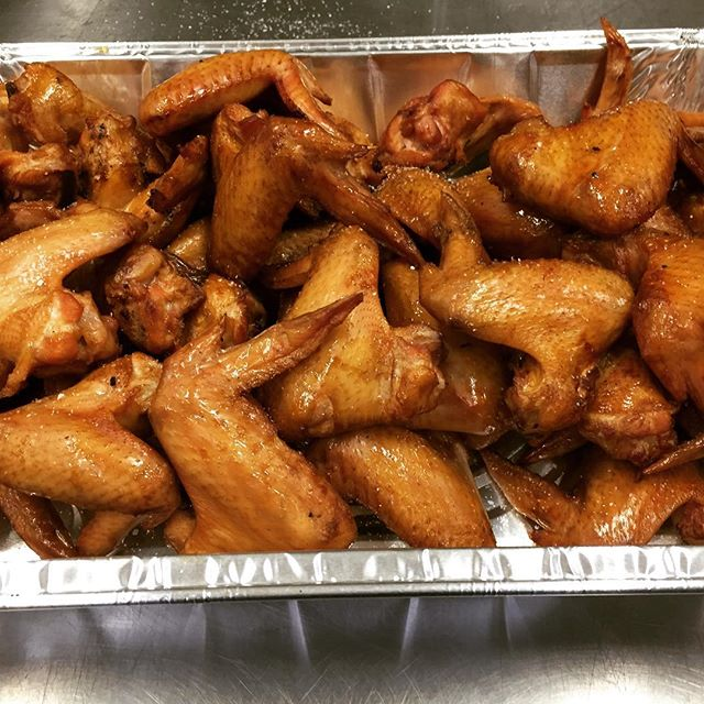 #smokedwings means #partytime 🍻@smokedtogo Golden, #smoky flavor! #bbq #bbqsauce #keepsmoking