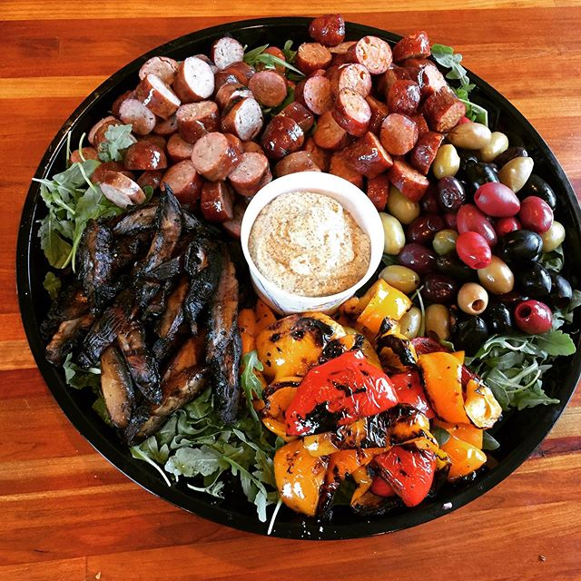 #catering platter of rugged #deliciousness #colorfulfood #smokedsausage #portobello shrooms #grilledpeppers #olives @smokedtogo