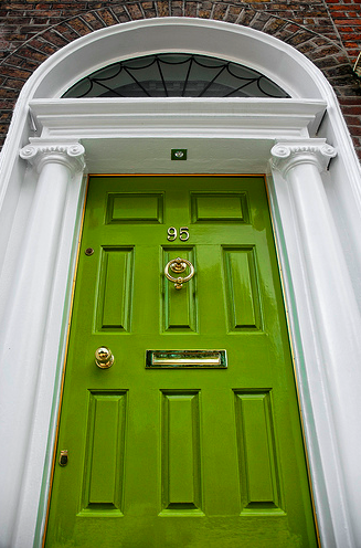Trendy decor doesn't have to stop at interiors! Bring some color to your exterior by painting your front door. We really like  this glossy green door , featured on Tiny White Daisies.