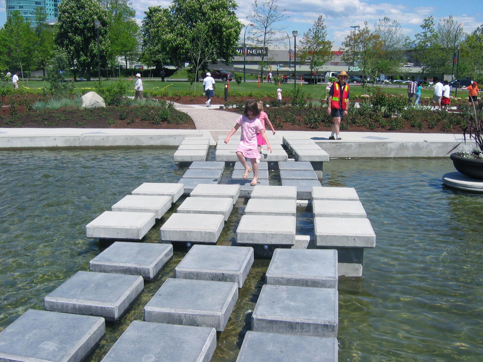 Holland Park Water Feature - Vincent Helton 3.jpg