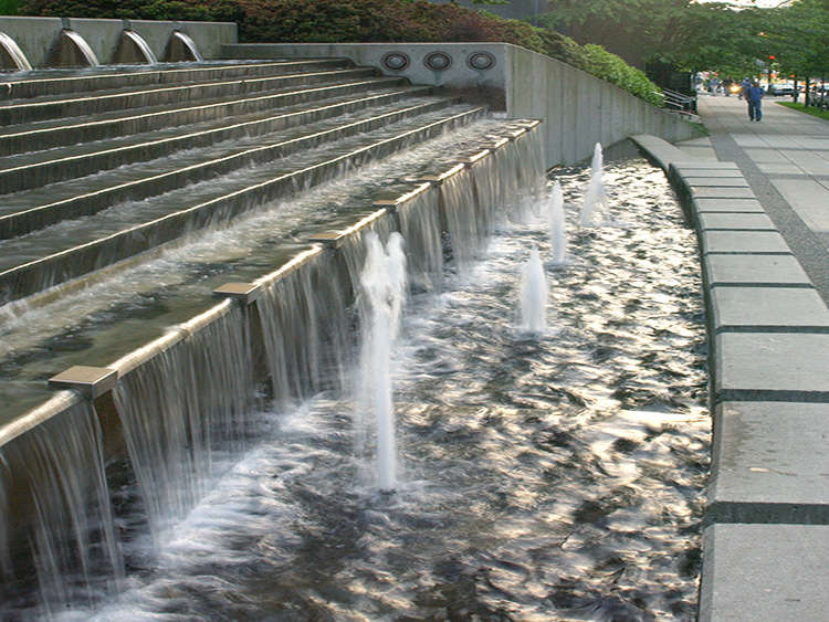 The Palisades water feature - Vincent Helton 4.jpg