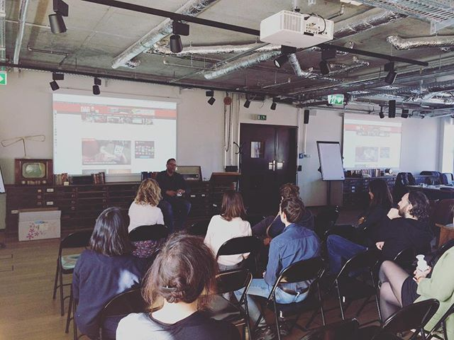Great talk today from @DarkoAudio today on finding your niche (within a niche), managing advertisers, best headphones for remote workers, and much more at Freelance Friday Berlin! 🎧🇩🇪 ⠀ ⠀ #freelancefriday #berlin #meetup #coworking #remotework #freelance #digitalnomad #darkoaudio