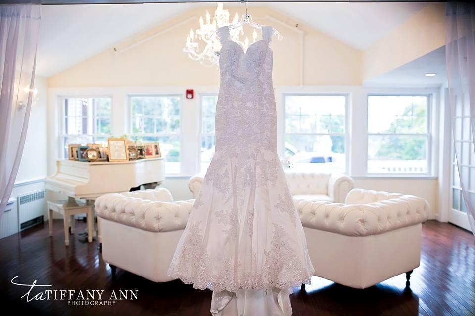 Dress in white room 01.jpg