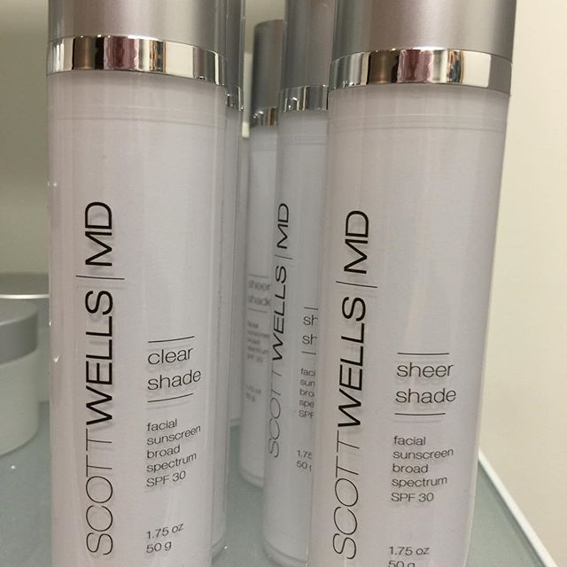 The Sun's rays can be even more damaging in the winter than the summer. Now is the time to try #ClearShade from #ScottWellsMD I believe in #BeautyForLife  #skin #skincareroutine #newyork #nyc #beauty #beautycare #beautyguru #beautyful #allnatural #natural #lookbetter #glow