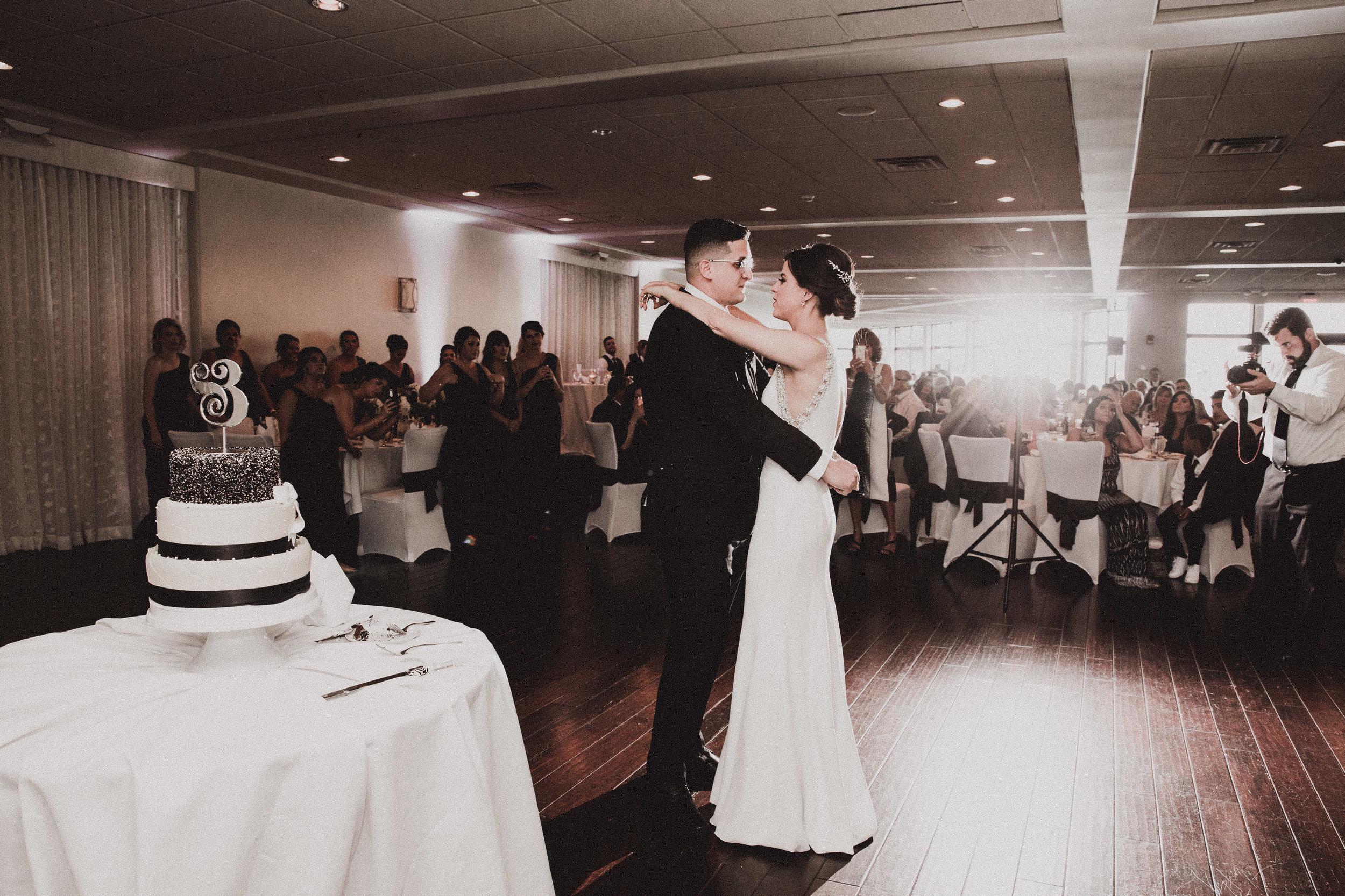 BUTLER, PA WEDDING PHOTOGRAPHER - 5W7A6044.jpg