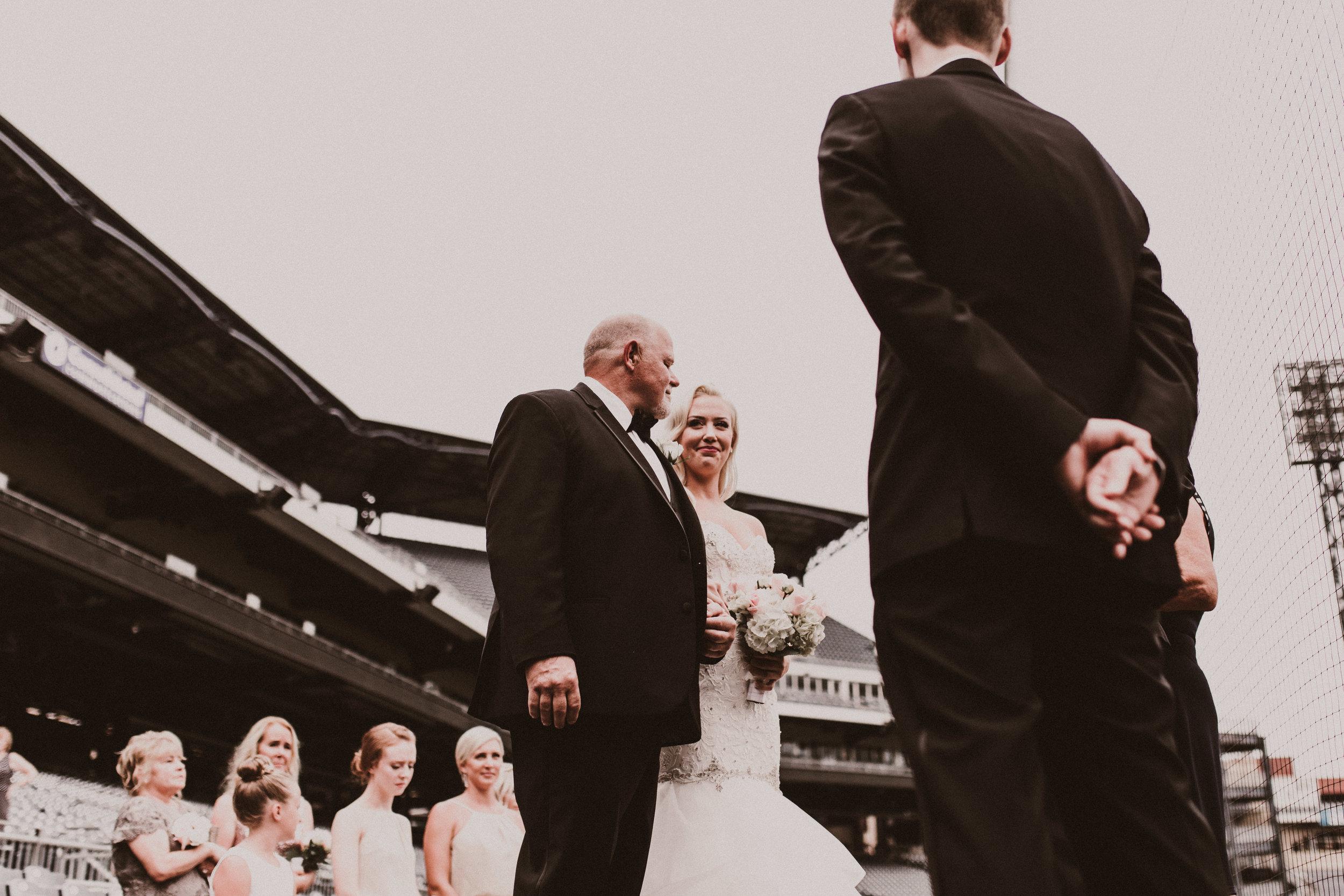 BUTLER, PA WEDDING PHOTOGRAPHER - 5W7A3488.jpg