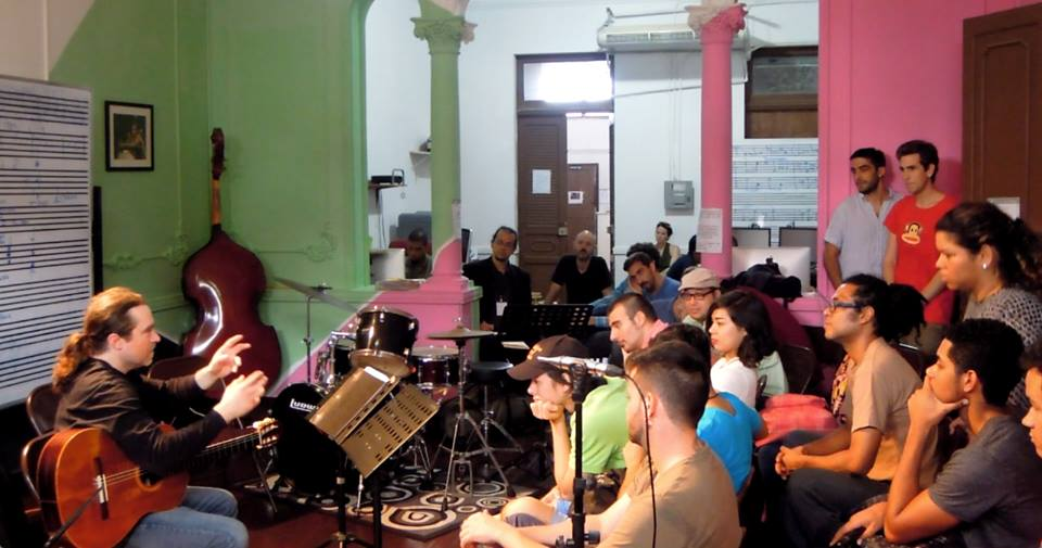 Dal Niente guitarist Jesse Langen works with students at the Fundacion Danilo Perez in Panama City.