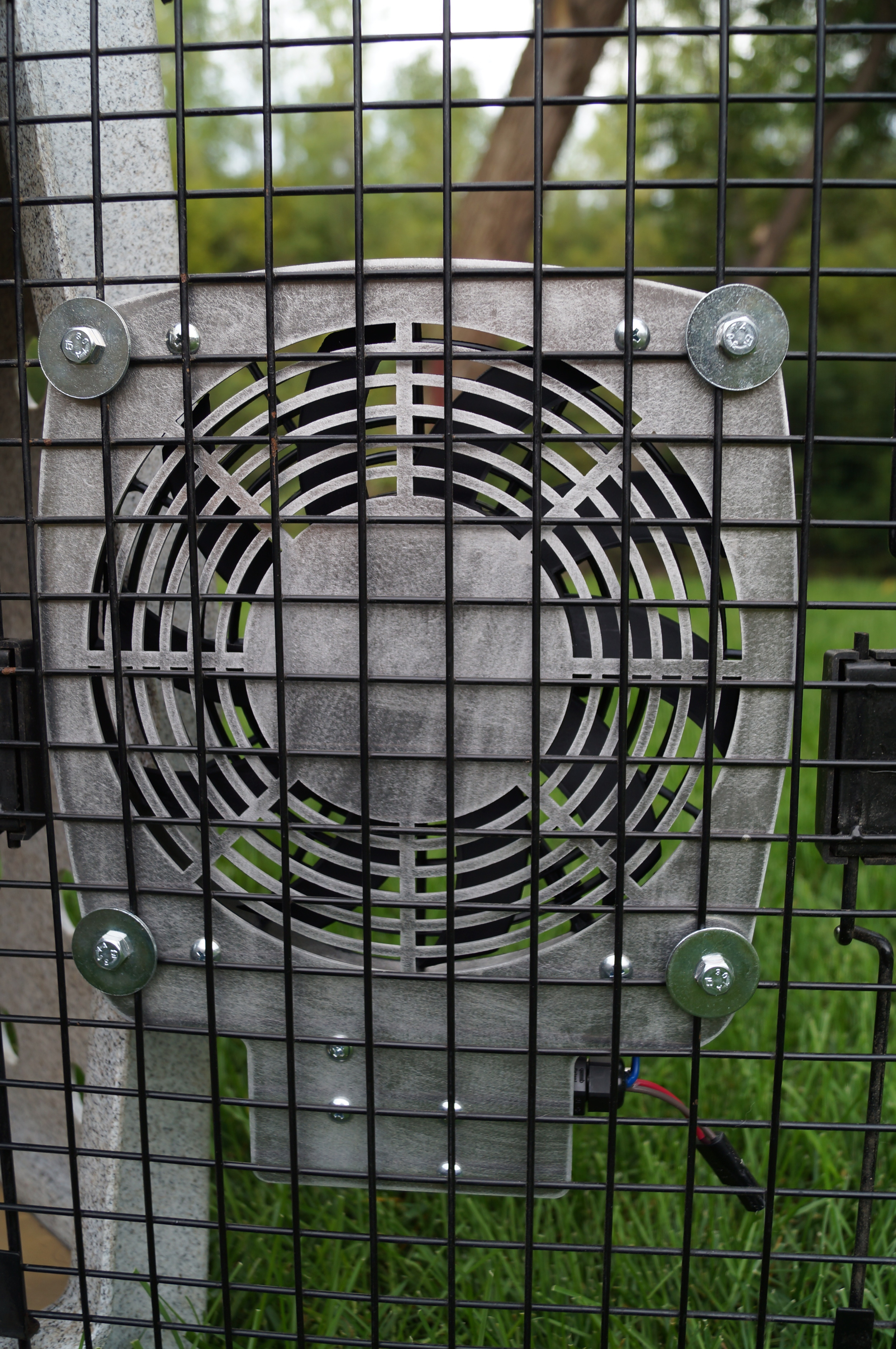 "Rear of 9"" Kennel Fan"