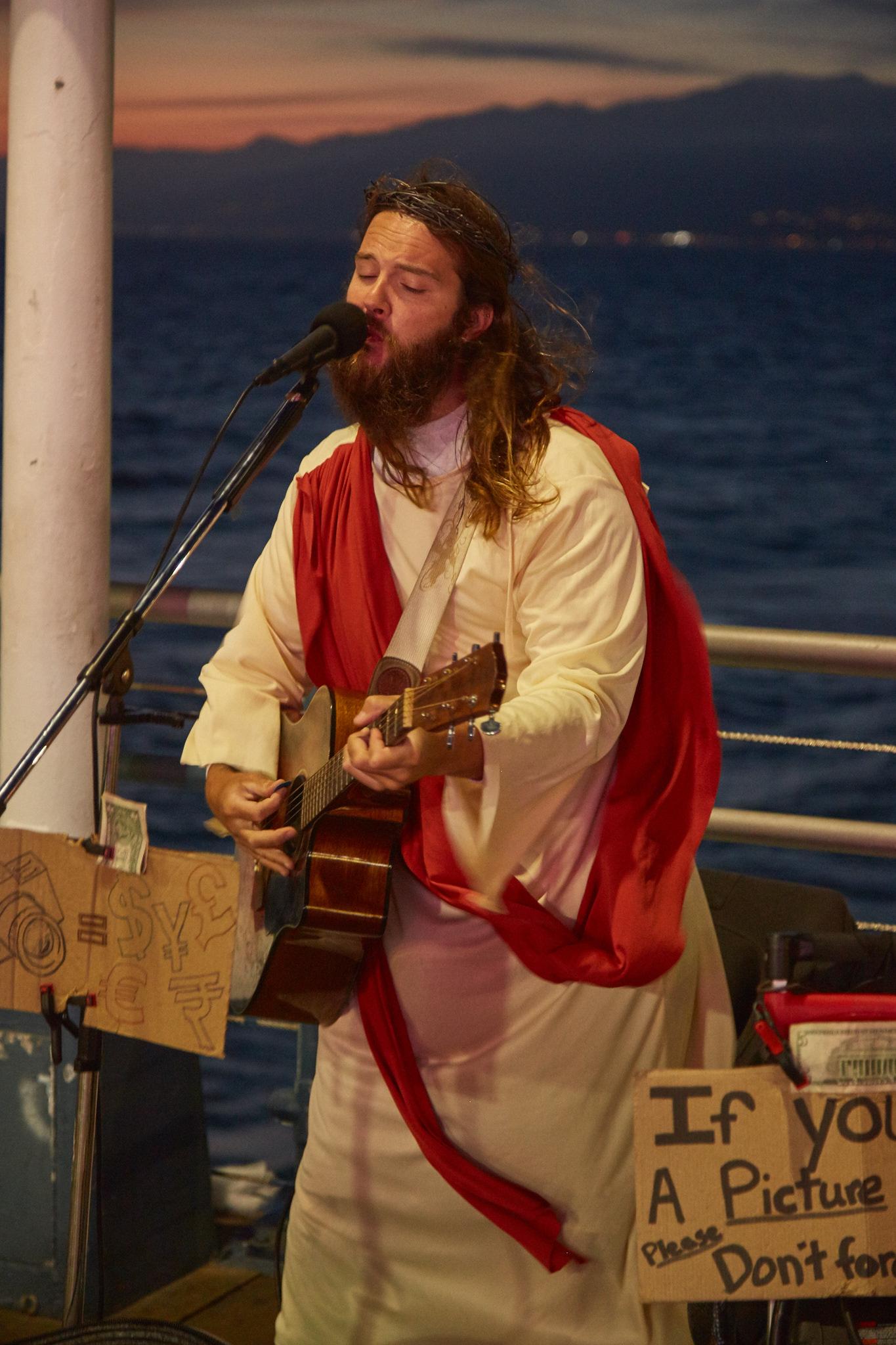 Singing Jesus