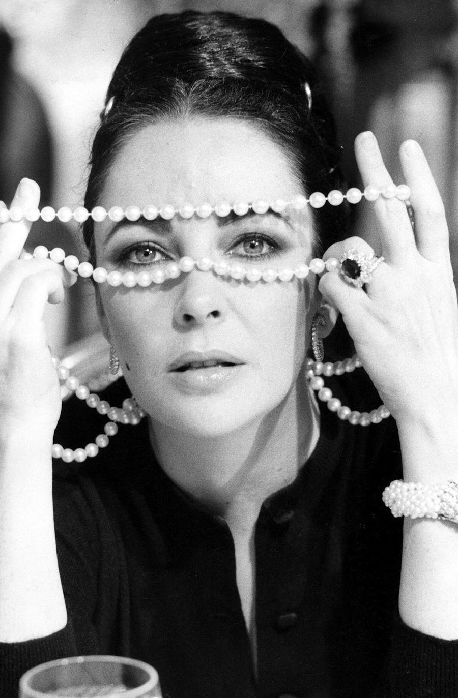 eve-arnold-portrait-elizabeth-taylor-1974.jpg