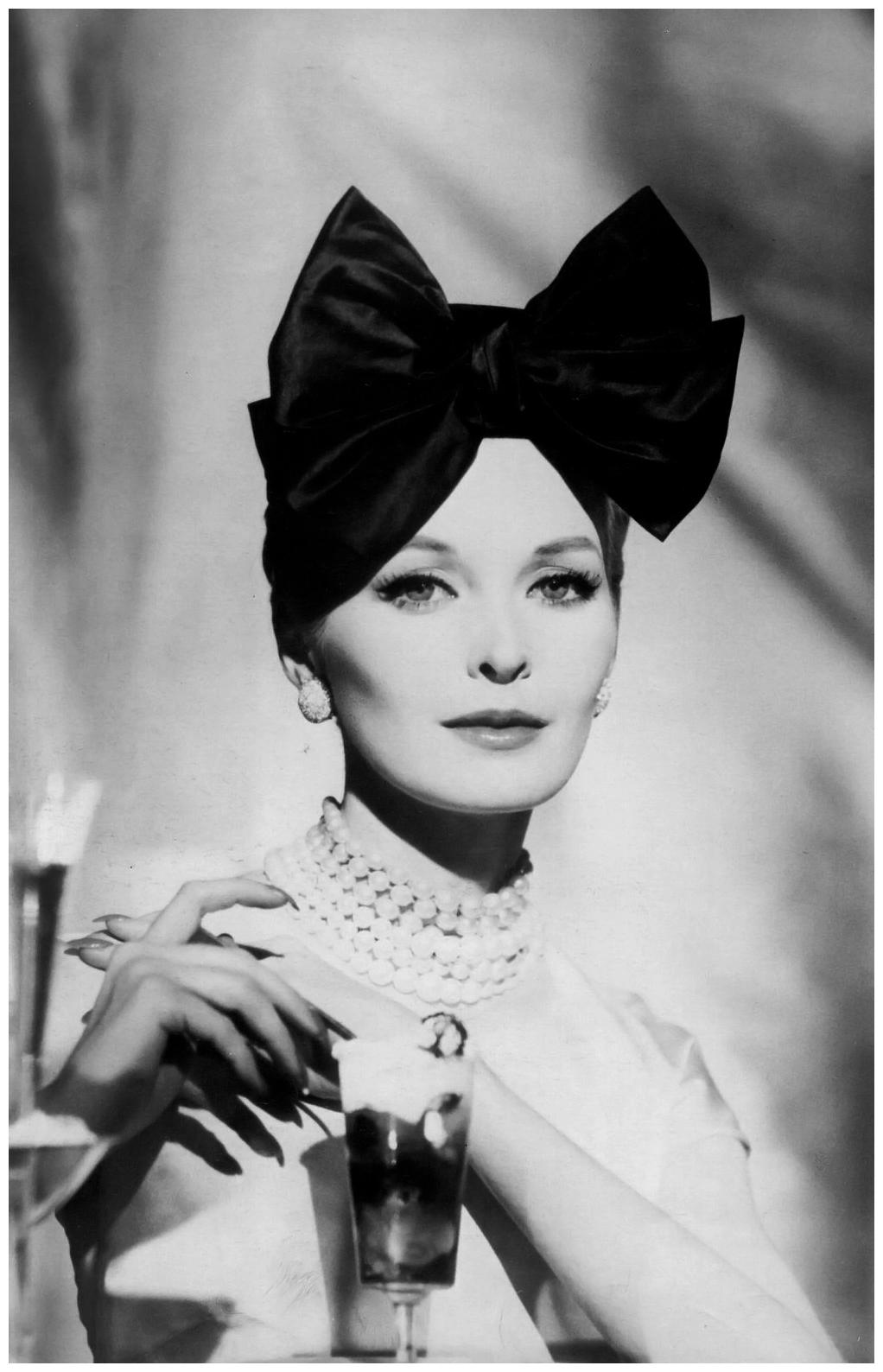 henry-clarke-sara-thom-wearing-a-lilly-1959.jpg