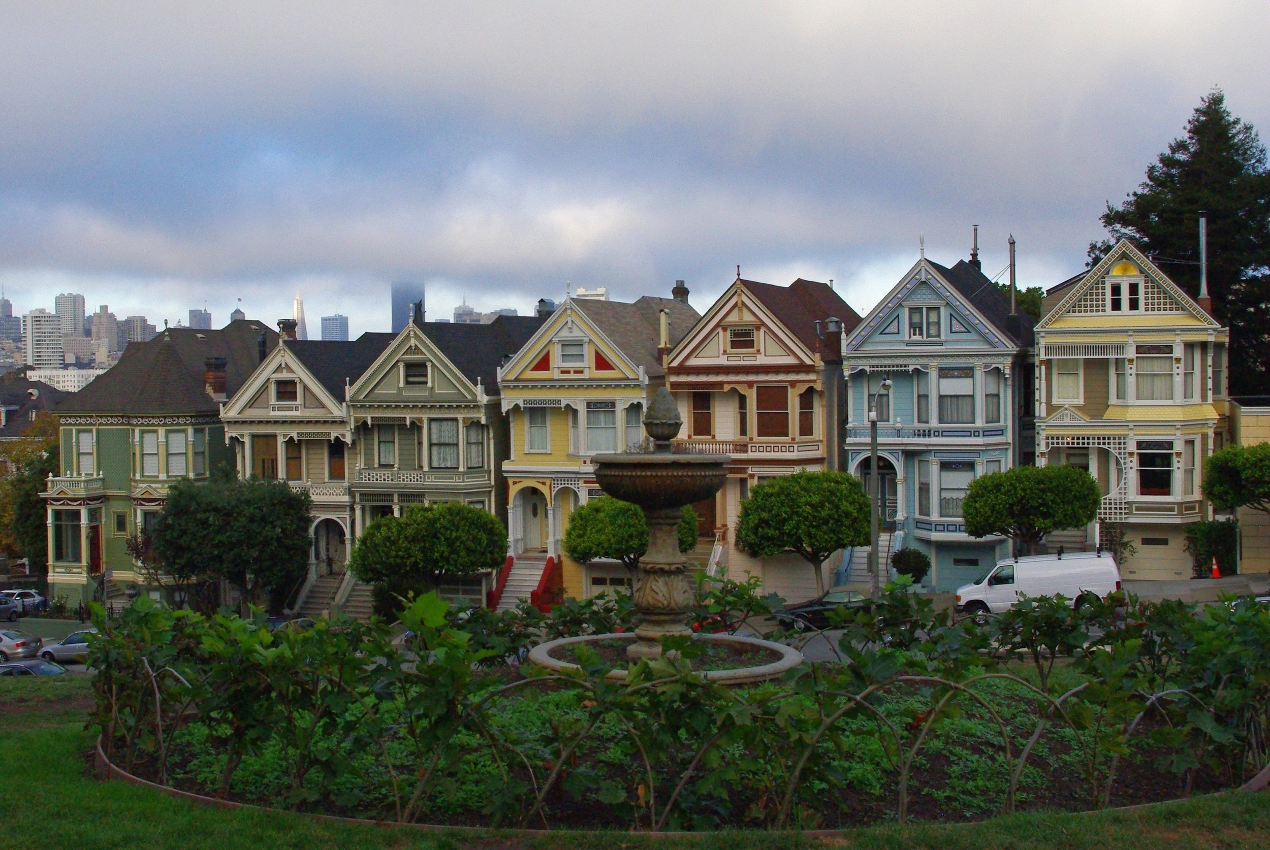 10.Admire the Painted Ladies (houses from the Full House intro)