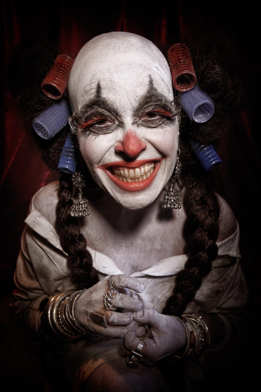 Portfolio_Clownville_mother_smiling.jpg