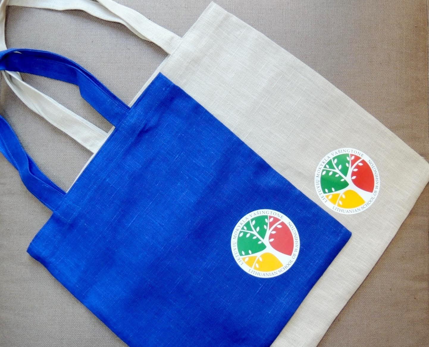 """Mokinių krepšeliai - """"Lietuvių Mokykla Vašingtone"""" didžiuojasi savo mokiniais ir dovanoja unikalų mokyklos mokinio maišelį kiekvienam užsiregistravusiam. Mokyklos maišelius kūrė dizainerė Kornelija Žukovskienė iš Lietuvos."""