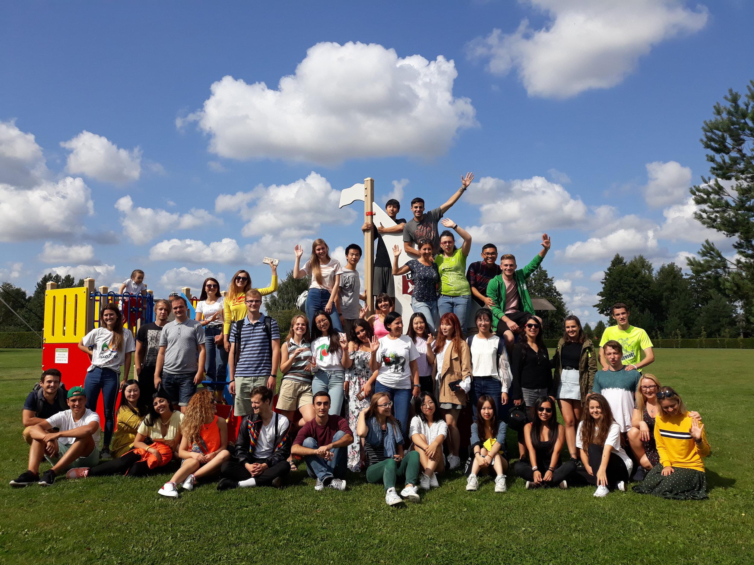 LEU Vasaros kalbos kursų studentai.jpg