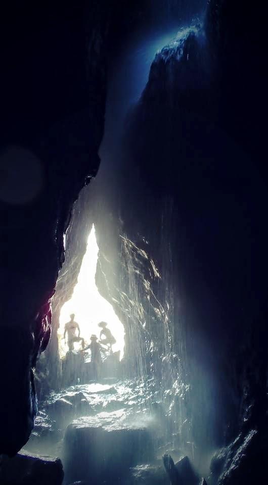 まさに「神秘的」「神聖」としかいえない、とっておきの洞窟。