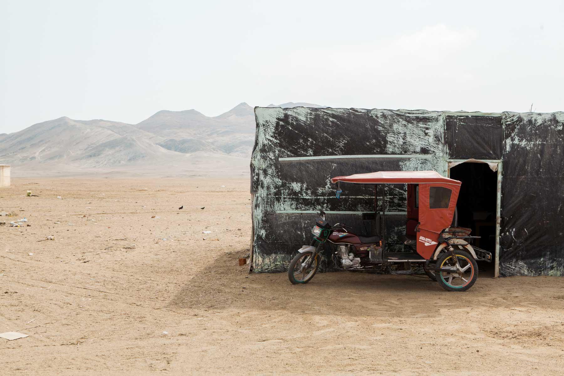 Real life, planet Jakku con moto-taxi.