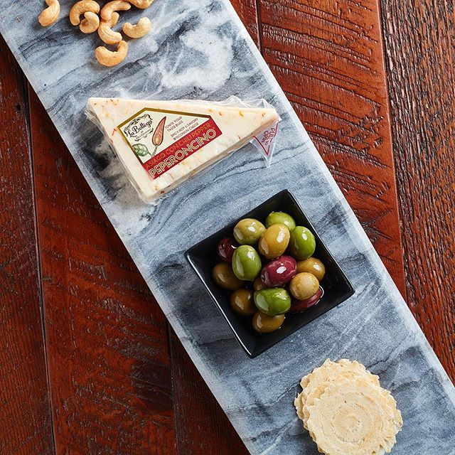 Pair Peperoncino® with crackers, olives, or cashews for a spicy #snacksession!