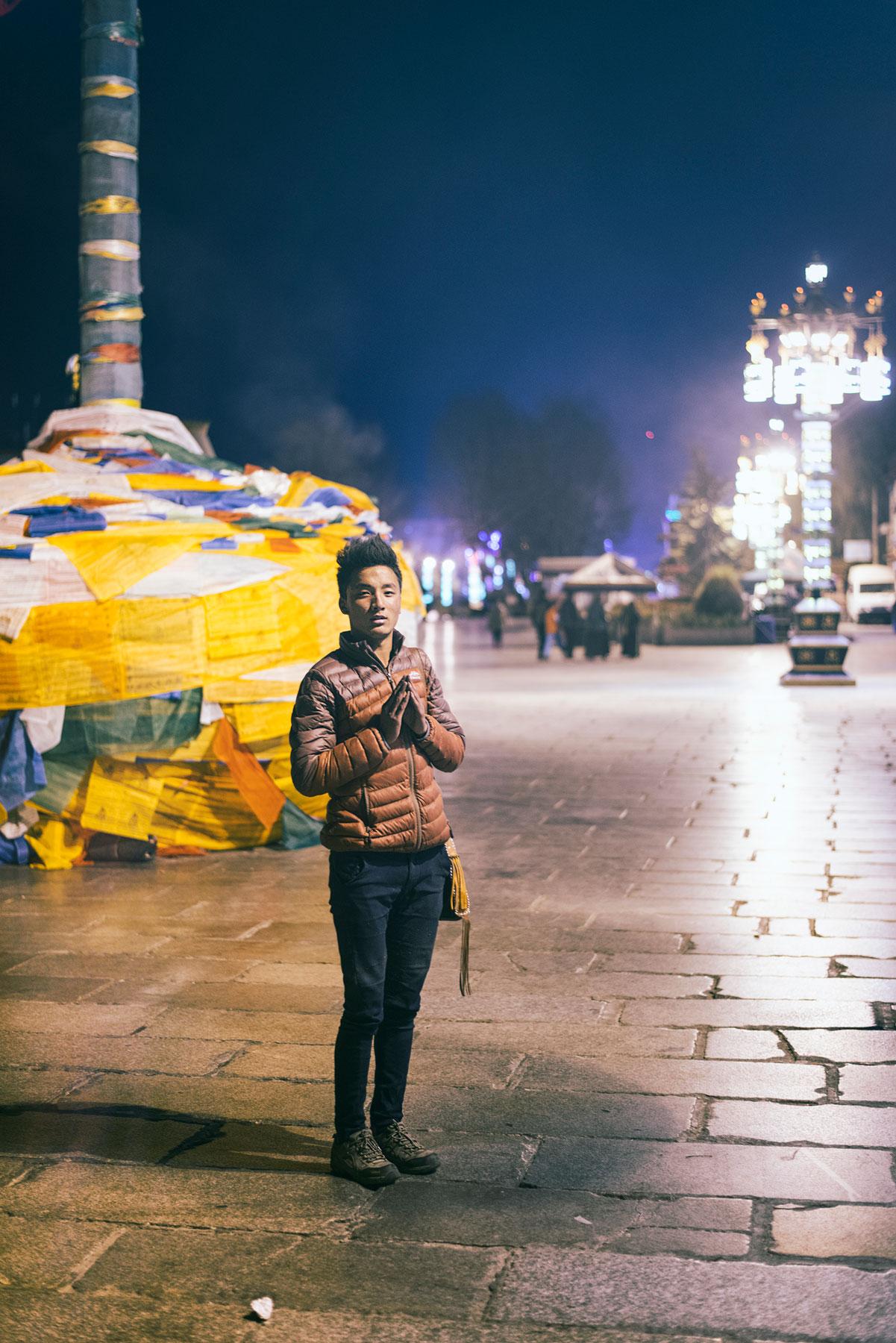 tibet-pilgrim-lhasa-barkhor.jpg