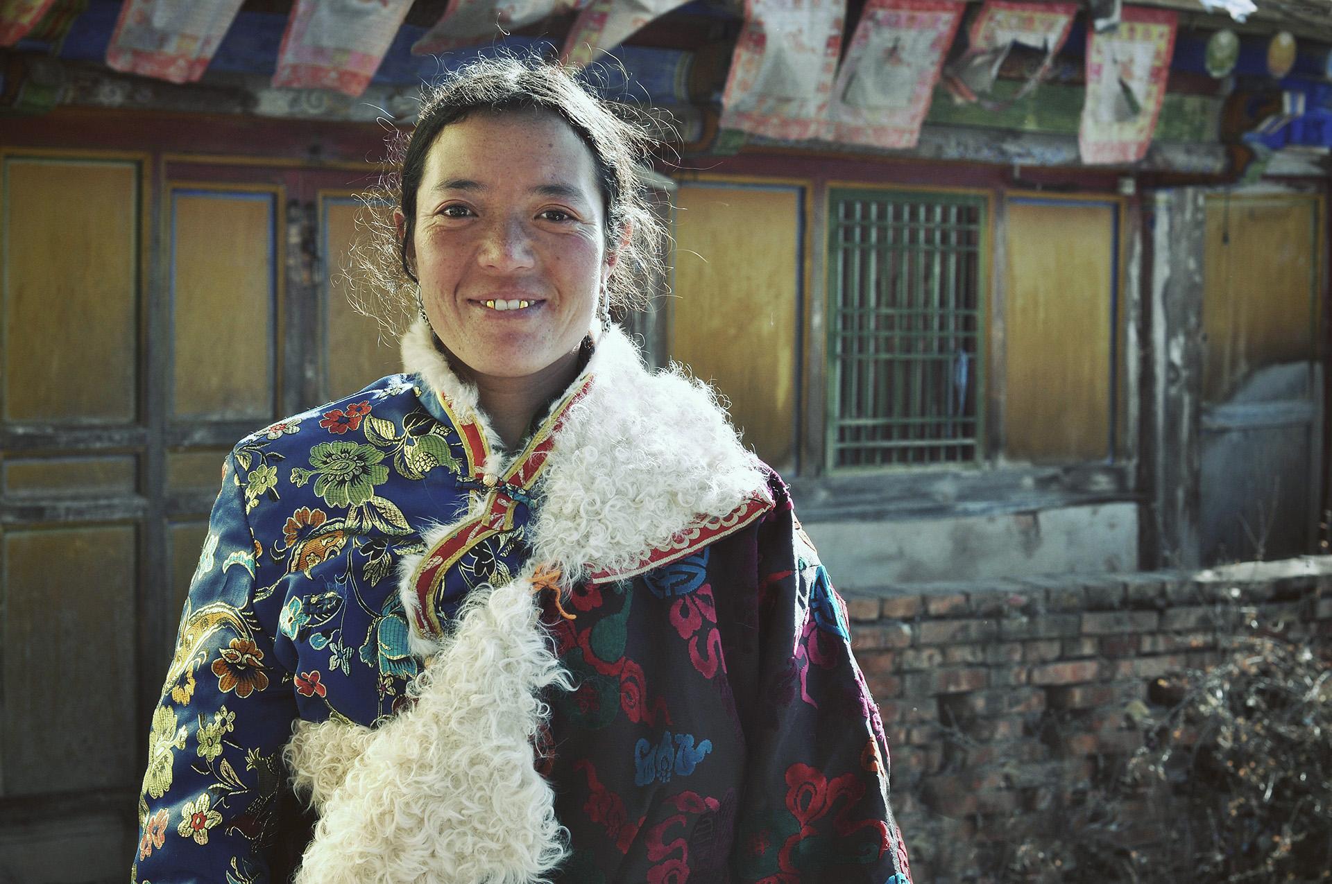 tibetan-amdo-woman-sheepskin.jpg