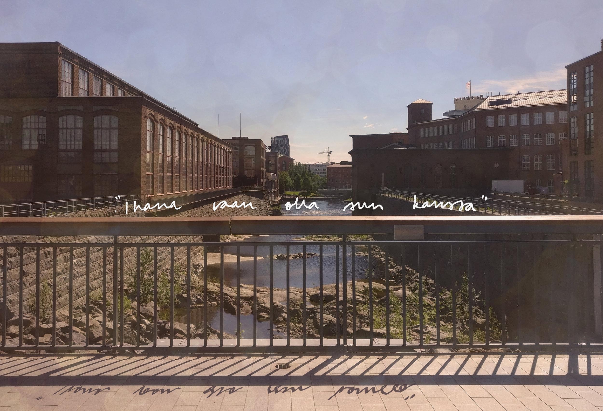 """""""Ihana vaan olla sun kanssa"""" Palatsinraitin sillalla on teoksen omakuvallinen osuus. Visualisointi lauseesta."""